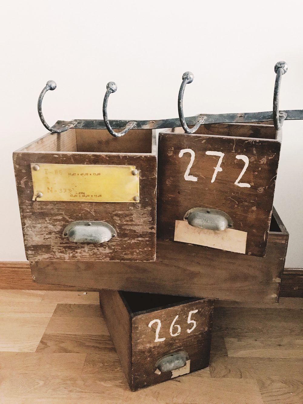 estanteria cajas vintage